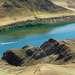 Река Или (кит. 伊犁河). Крупнейшая водная артерия Центральной Азии. Берет свое начало в китайской части Тянь-Шаня, на высоте  3540 метров, и впадает в озеро Балхаш. Протяженность реки 1439 километров.