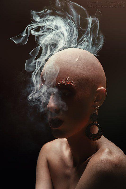 лысая, девушка, ирокез, дым Автопортрет (серия)photo preview