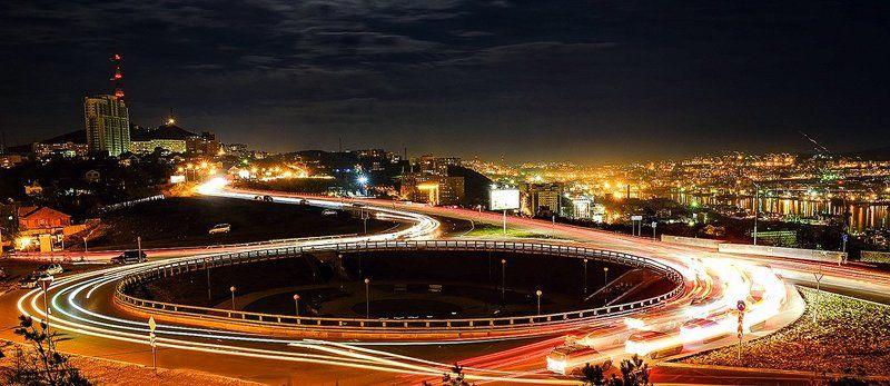 Словно по часам, по кругу: жизнь, машины, люди!photo preview