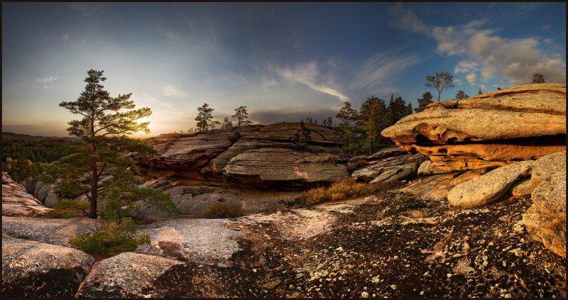 Солнца луч окрасил скалыphoto preview