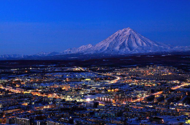 Вулкан Корякский Камчатка Петроп город у вулканаphoto preview