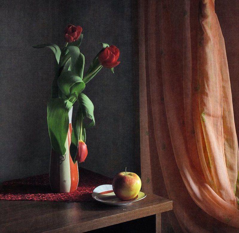 натюрморт, тюльпаны, у окна, яблоко Неволя...photo preview