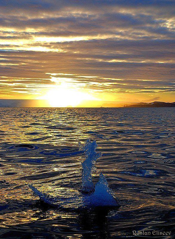 антарктика, бухта,ледник, лед Айсберг, но ооооочень маленький)))photo preview
