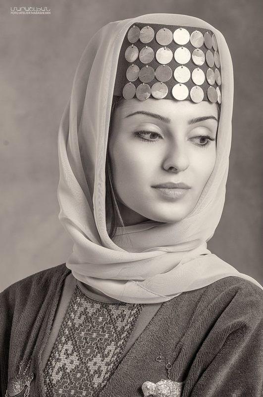 Armenian woman Manephoto preview