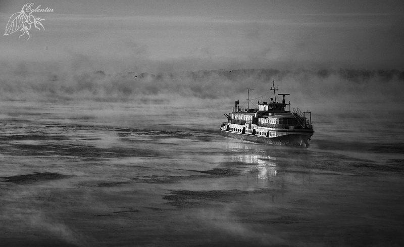 волга, утро, мороз, туман, лед, вода, паром, ом-152 Маленький, но очень гордый паром.photo preview