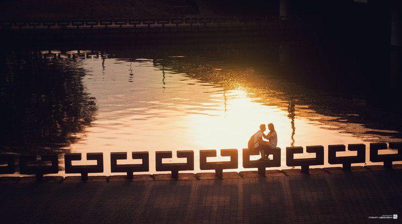 Я проходил мимо влюбленной пары и вот получился случайный снимок:)photo preview