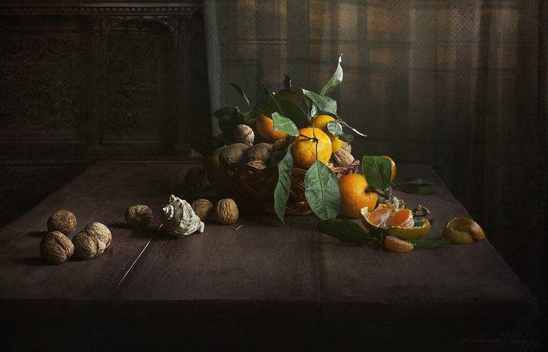 мандарины и грецкий орехphoto preview
