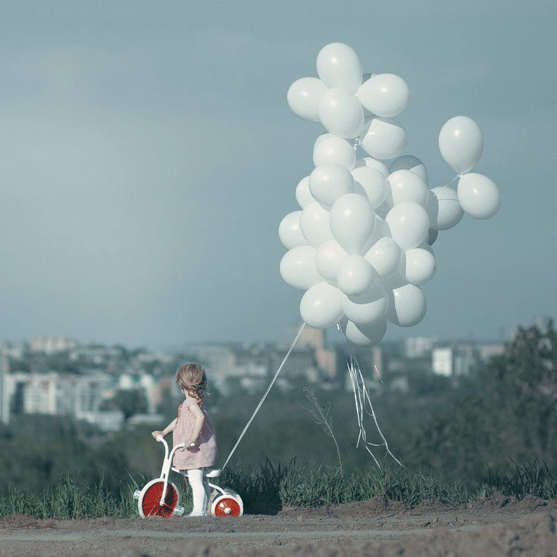 City, Велосипед, Воздушные шары, Город, Девочка, Небо cityphoto preview