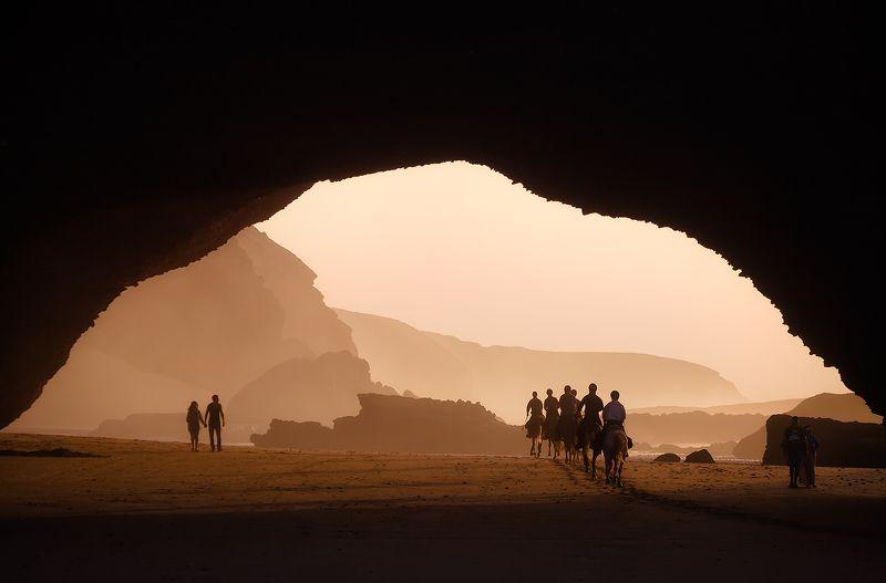 марокко, пляж, скала, закат, побережье, вечер Золотой час на пляже Легзираphoto preview