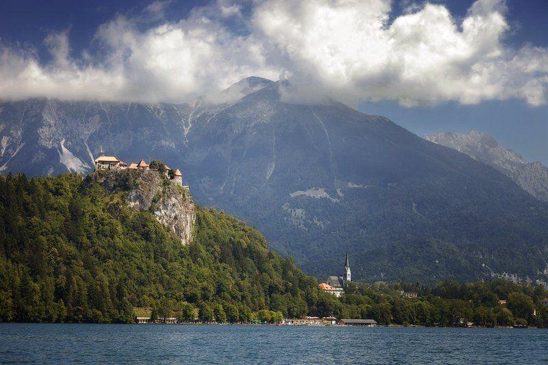Замок Блед, Словения Озеро и замок Бледphoto preview