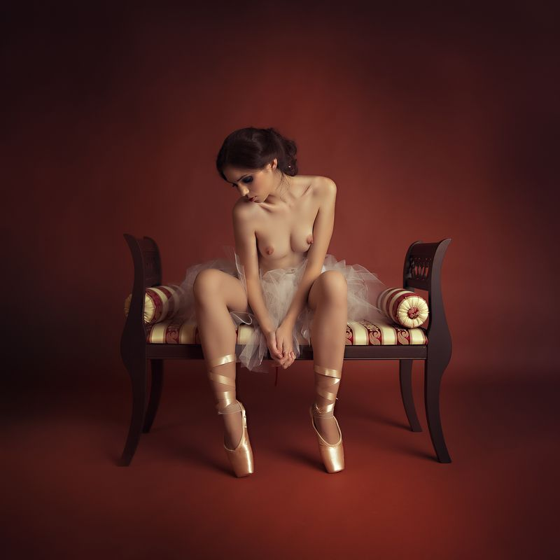 portrait nude woman Ballerina girlphoto preview
