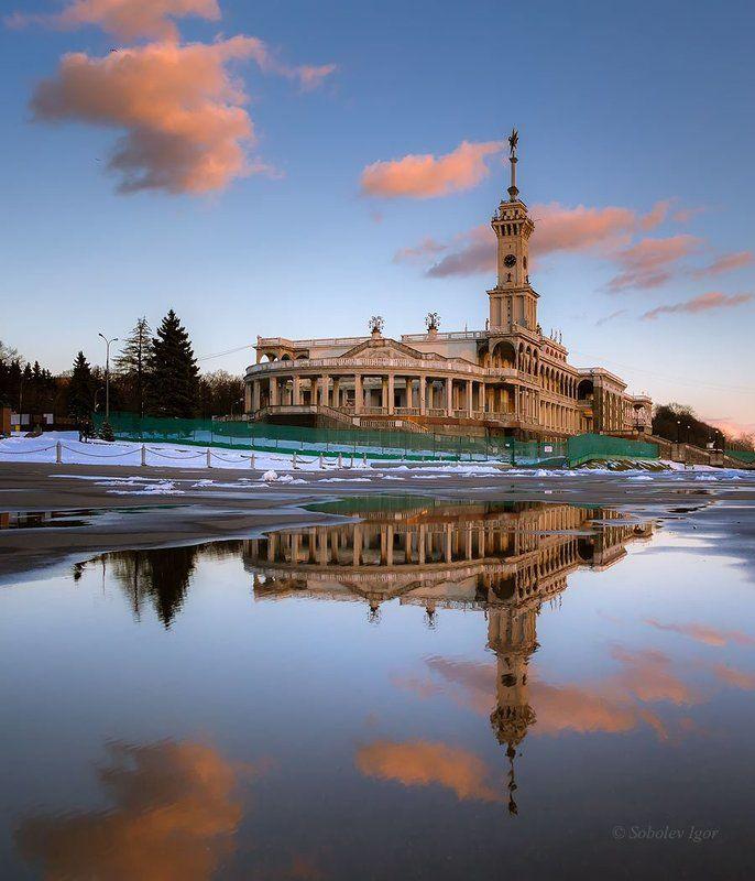 вечер, зима, москва, северный речной вокзал Большому кораблю... семь футов под килем.photo preview