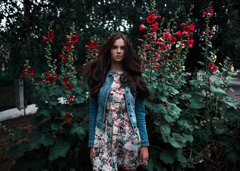 девушка, цветы, лето, закат, зеленый, платье, красные, girl, flowers, sun, sunset ...photo preview