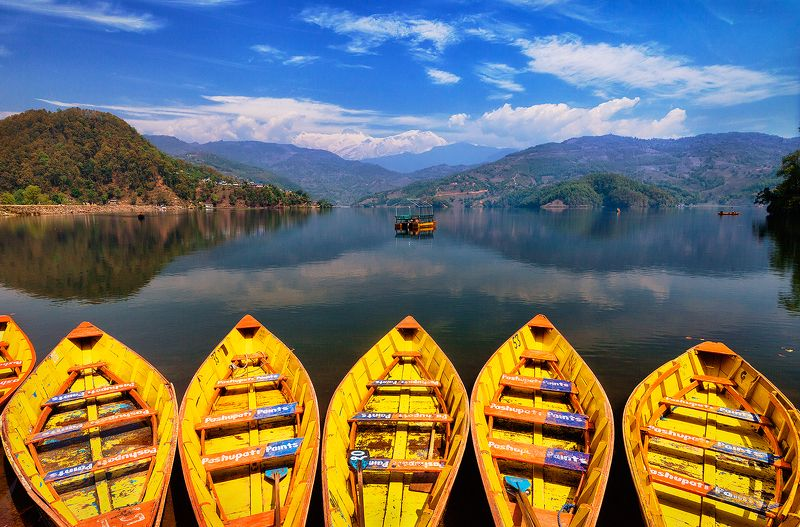 лодки, Непал, Покхара, озеро, вода, горы, Гималаи, желтый, Аннапурна Лодки в Гималаяхphoto preview