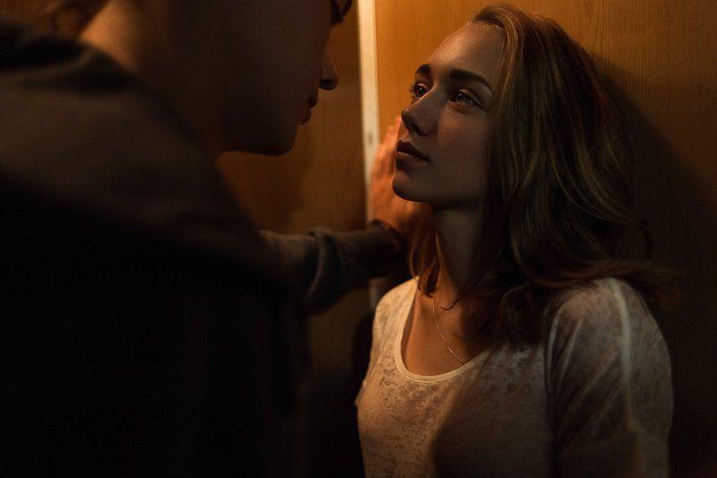 девушка, парень, лифт, любовь, свет photo preview