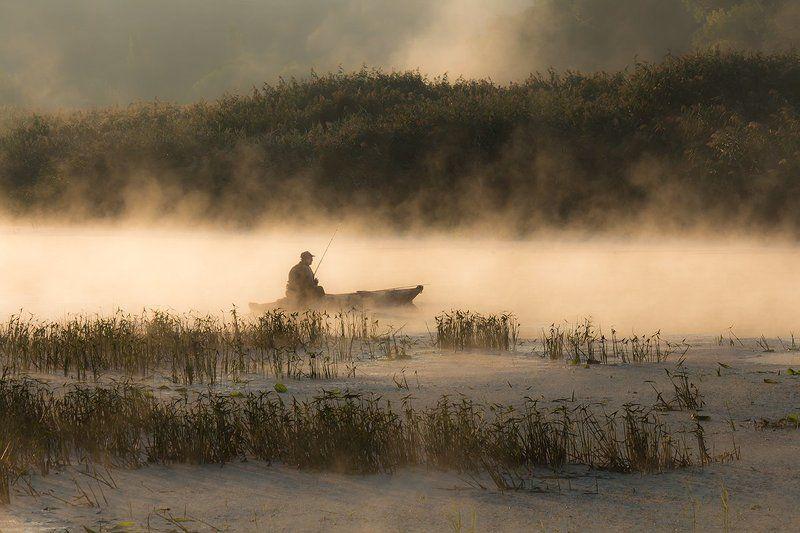 Река.Утро. Туман. Рыбак. Утренний релакс.photo preview