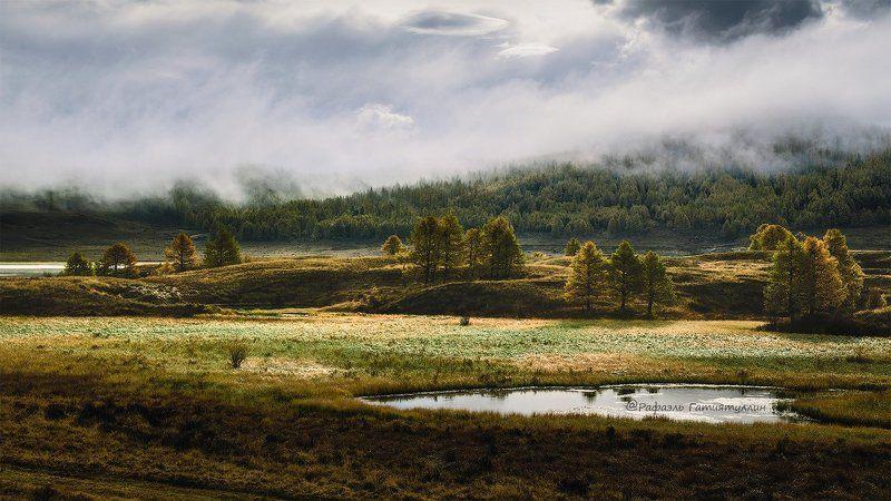 Горный Алтай, урочище Ештыкёль, Северо Чуйский хребет, осень Ештыкель в туманеphoto preview