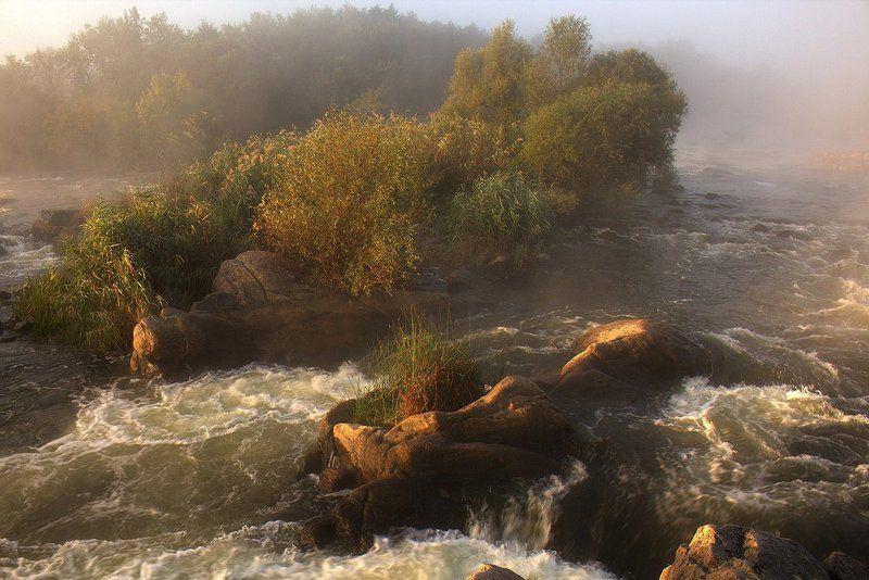 Река. Пороги. Гордый Gipanis.photo preview