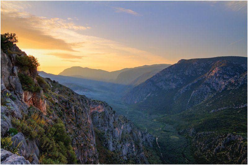 Греция, горы, рассвет, солнце, тени, долина Рассвет в Дельфахphoto preview