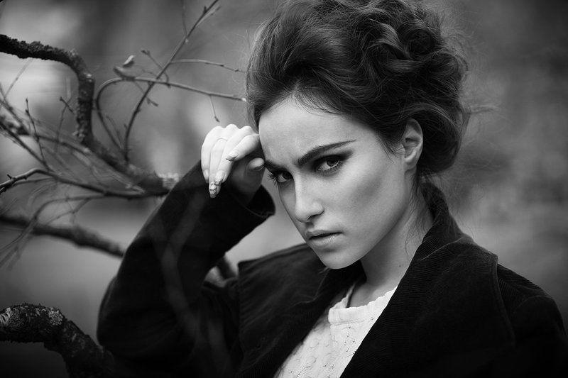 лейла, портрет, женский протрет, черно-белое фото, осень, эмоциональный портрет photo preview