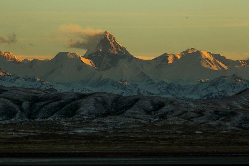 Хан-Тенгри(7,010m) и Тузколь(Tuzkol Lake) - Казахстанphoto preview