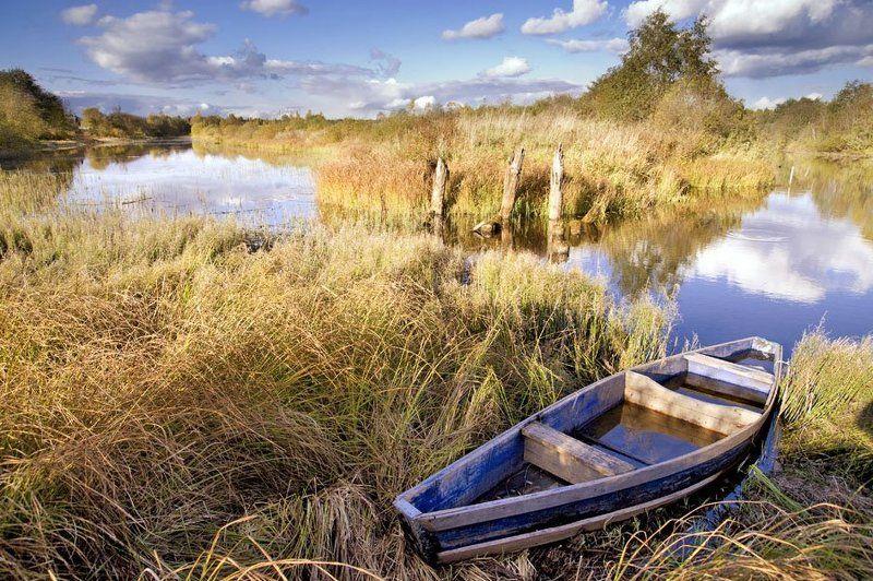 лодка,облака,небо,вода,осень лодочкаphoto preview