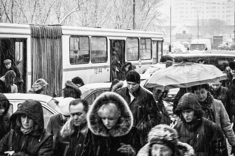 Конечная у метро... Иллюзия свободы...photo preview