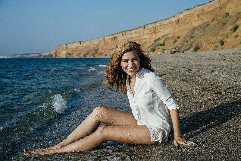 девушка, портрет, пляж, крым, улыбка, рыжая, портрет двушки, серф, красивая, доска, цвет, волосы, скалы, глаза, лицо, веснушки, море, волны, пляж, песок, вода Beach girlphoto preview