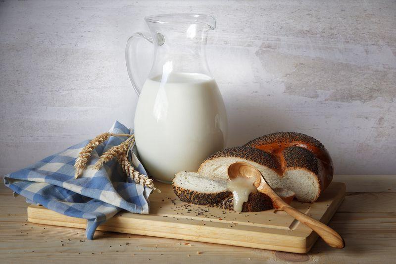 молоко мед булка  Мед и сдоба photo preview