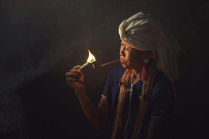 Asia, Asian, Chaina, Fire, Indoor, Light, Moning, Smoke, Thai, Woman \