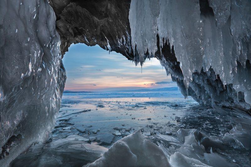 Грот, лед, Байкал, скалы, закат За ледяными занавесками...photo preview