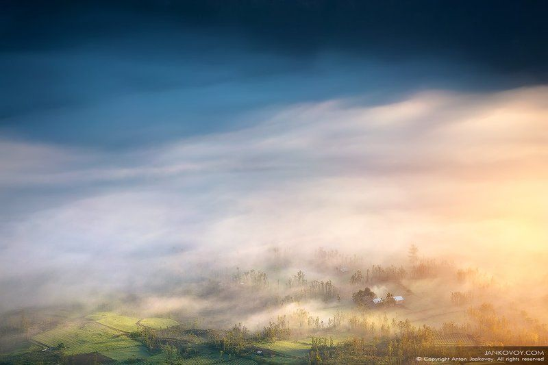 Индонезия, Бали, рассвет, туман, облака. солнце, путешествия, пейзаж, природа, утро,  Тумана тихая лазурьphoto preview