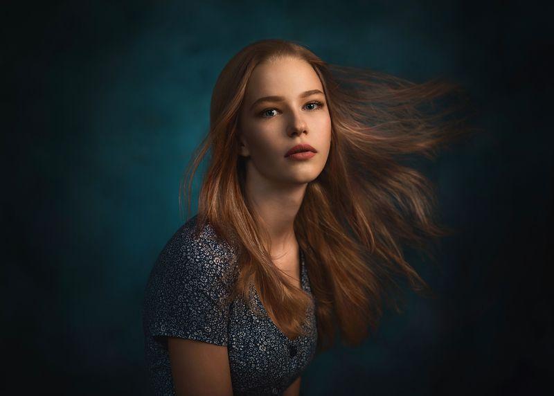 девушка, свет, тень, студия, ветер, волосы, взгляд, ткань ***photo preview