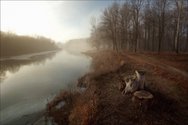Речка дышит тёплым туманом.photo preview