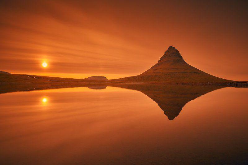 kirkjufell, iceland, grundarfjörður, snæfellsnes, sunset, red, canon 6d Rhombusphoto preview