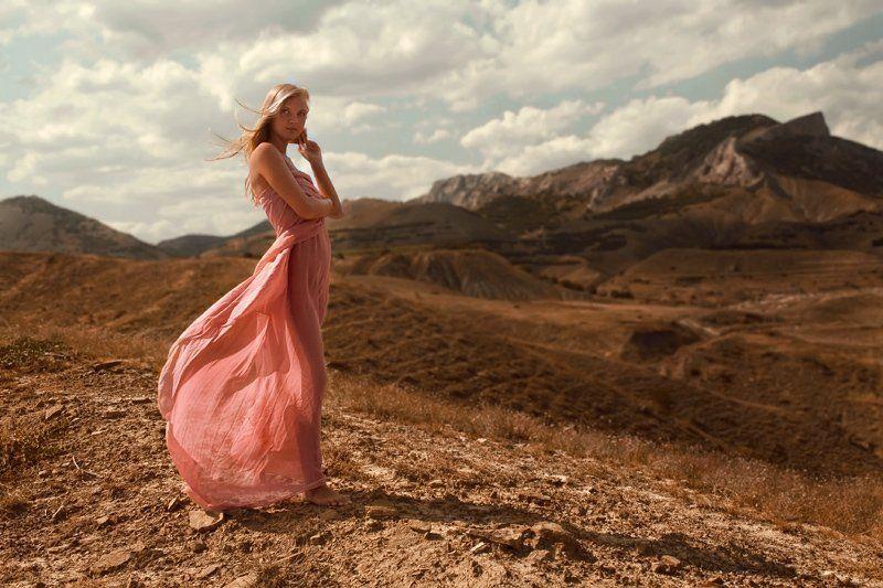 летою горы, отдых, девушка, ветер, ткань Summer brezephoto preview