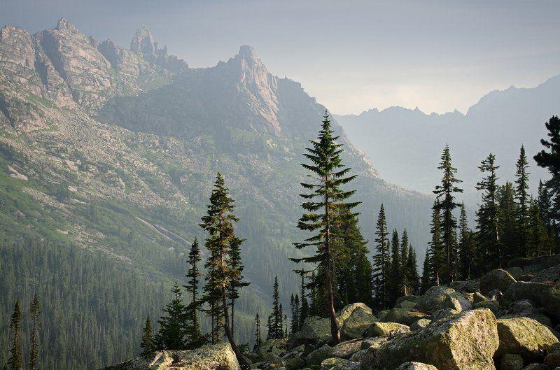 большой, вечер, высокий, голубой, горы, деревья, дымка, ергаки, зеленый, камни, красивый, красноярский край, пейзаж, природа, размер, разрешение, саяны, сибирь, скалы, тайга Ергакиphoto preview