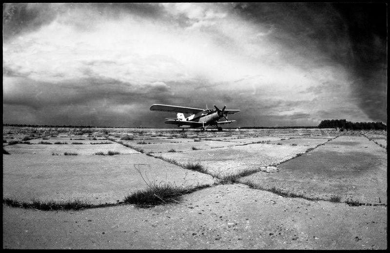 Старый Ан-2 на аэродромеphoto preview