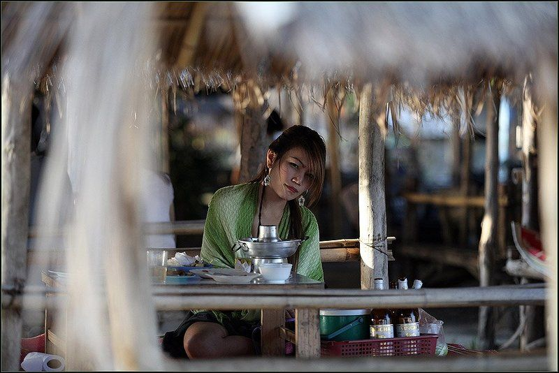 таиланд, чианг май, девушка, обед,, пиво Интересphoto preview