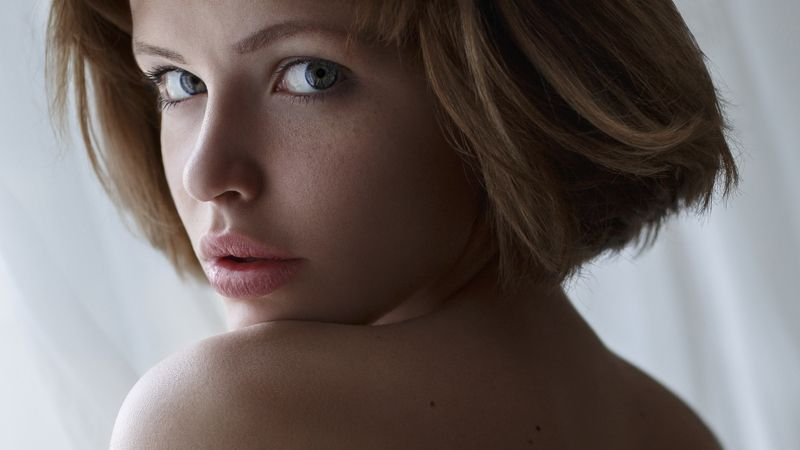 голубые глаза, мягкий свет, светлые волосы, каре, девушка, женщина, прическа,blue eyes, soft light, blond hair, square, girl, woman, hairstyle, portrait, портрет, headsho photo preview