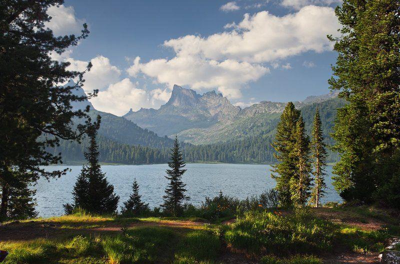 большой, вечер, вид, вода, волны, высокий, голубой, горы, деревья, ергаки, зеленый, красивый, красноярский край, озеро, пейзаж, природа, путешествия, размер, разрешение, рябь, саяны, сибирь, синий, скалы, трава, тропинка Картонный мирphoto preview