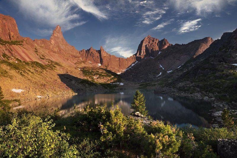 большой, вечер, вода, высокий, голубой, горы, дерево, ергаки, желтый, закат, зеленый, камни, красивый, красноярский край, озеро, оранжевый, отражение, пейзаж, природа, путешествие, размер, разрешение, саяны, сибирь, синий, скалы Озеро Горных Духовphoto preview