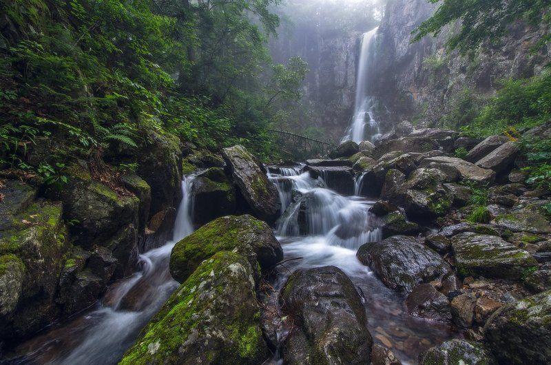 Водопад, туман, вода, камни, Приморский край Струящийся потокphoto preview