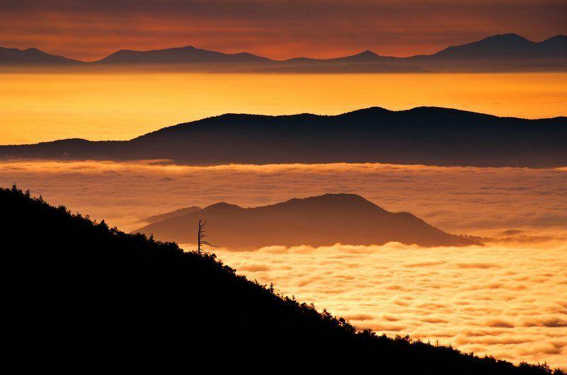 Рассвет, горы, облака, Приморский край Огненное маревоphoto preview