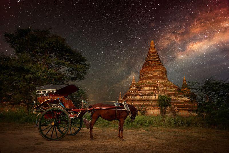 Bagan, Chorse, Milky way, Myanmar, Mystery, Pagoda Про одинокую лошадку у древней пагоды и звезды. Баган,Бирма.photo preview