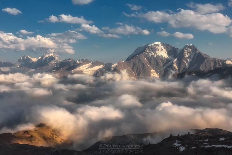 Вид с горы Эльбрус на Главный Кавказский хребет.photo preview