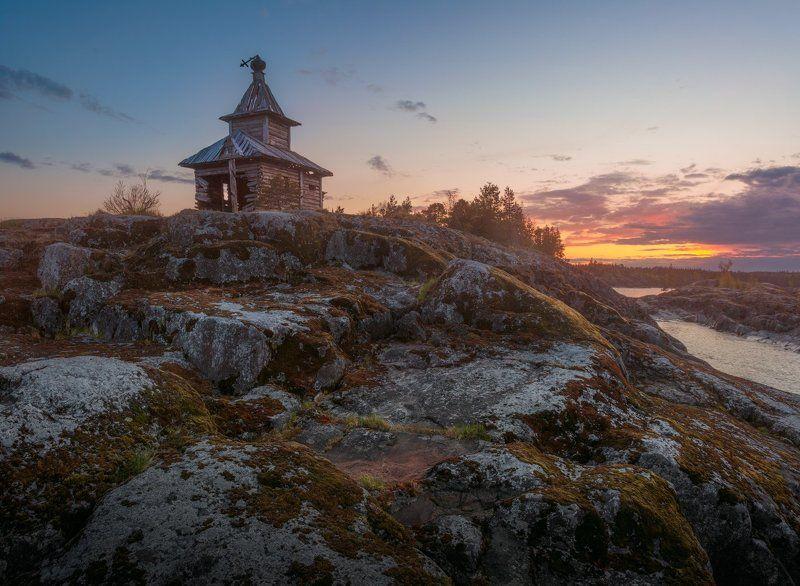 Ладожское озеро, закат, скала, церковь, небо Закат Есусааретаphoto preview