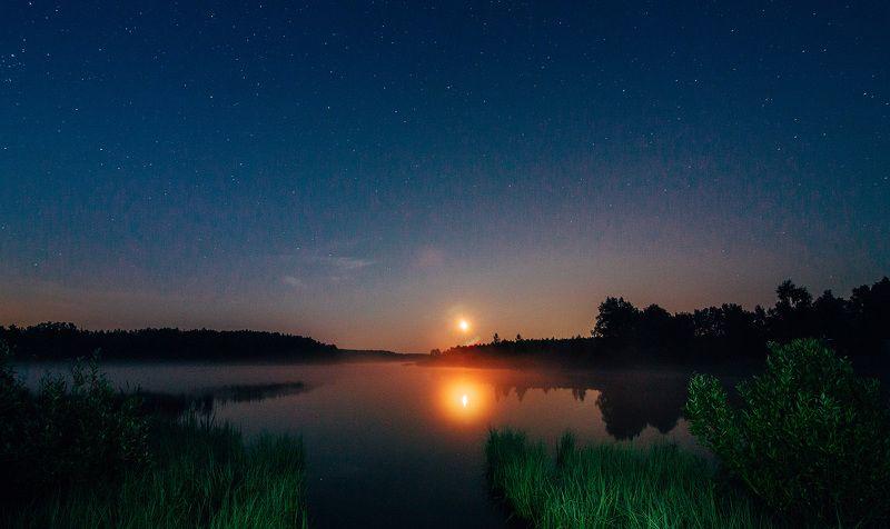 При свете красной луныphoto preview