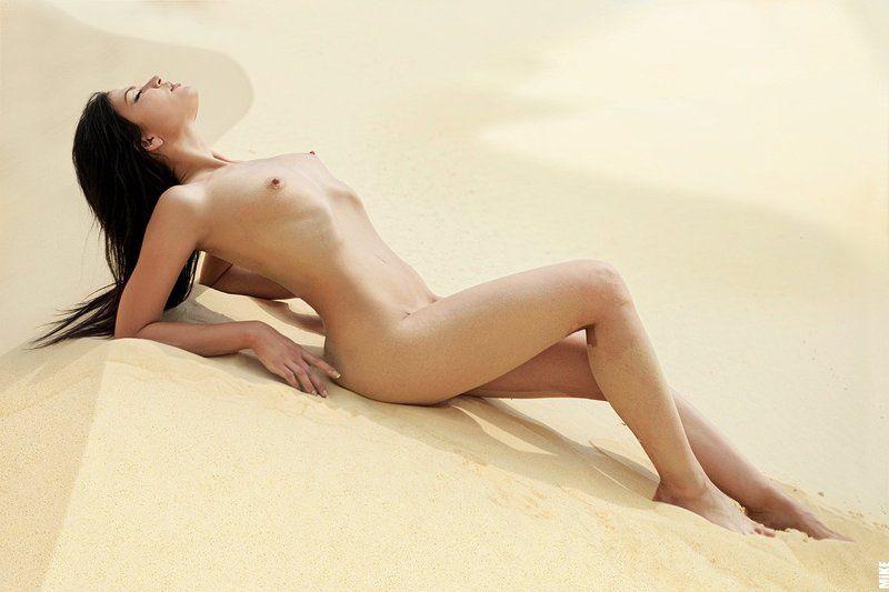 nu, nude, naked, nude in landscape Горячий песокphoto preview