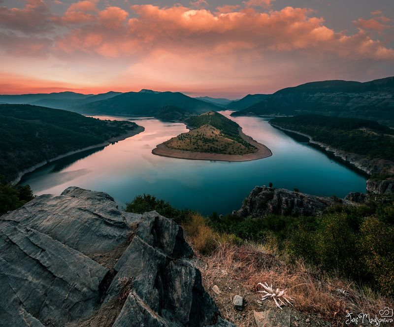 sunset, river, turn, sky, clouds, landscape, rock, tree, forest, mountain The turnphoto preview